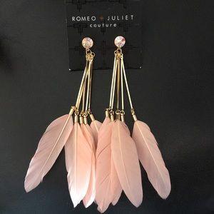 Romeo & Juliet Crystal stud Bar & Peach Feathers